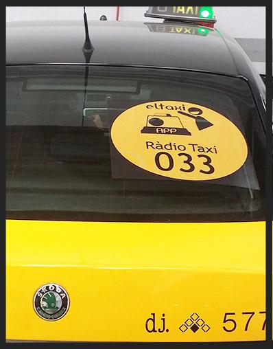 logo en taxi